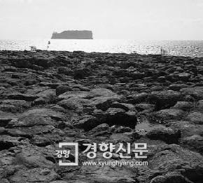 사진작가 이시우, 피사체 본질 연구하는 평화운동가-경향신문 원희복기자